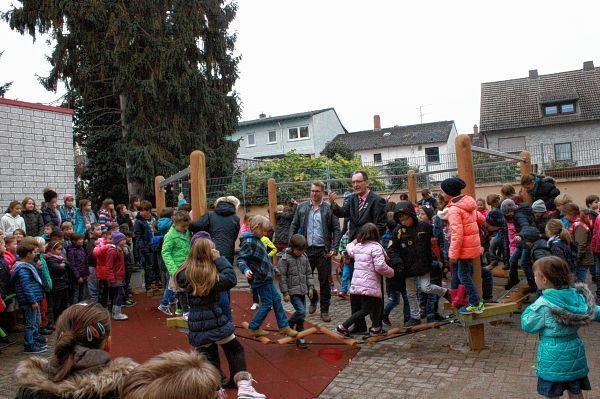 Klettergerüst Schulhof : Neuer star auf dem schulhof schwetzinger zeitung hockenheimer