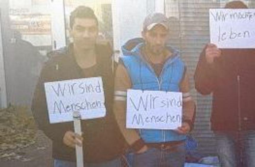 Flüchtlinge protestieren still gegen ihre Unterbringung - Schwetzinger Zeitung / Hockenheimer Zeitung