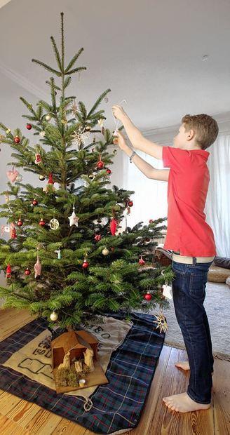 ab wann sollte man den weihnachtsbaum schmucken europ ische weihnachtstraditionen. Black Bedroom Furniture Sets. Home Design Ideas