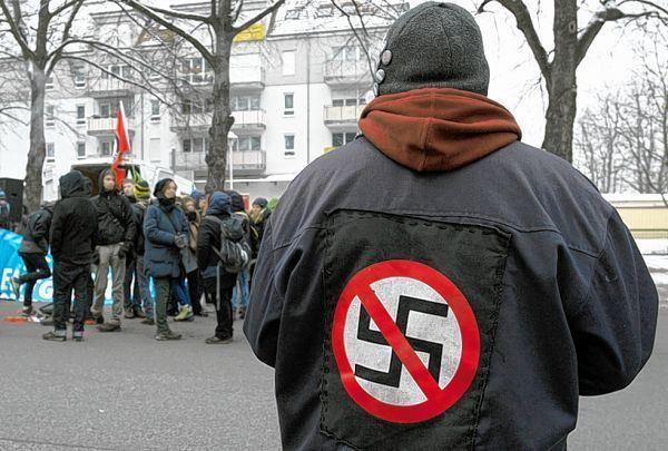 neckarstadt mit nazi symbol zum b cker mannheimer morgen mannheimer morgen. Black Bedroom Furniture Sets. Home Design Ideas