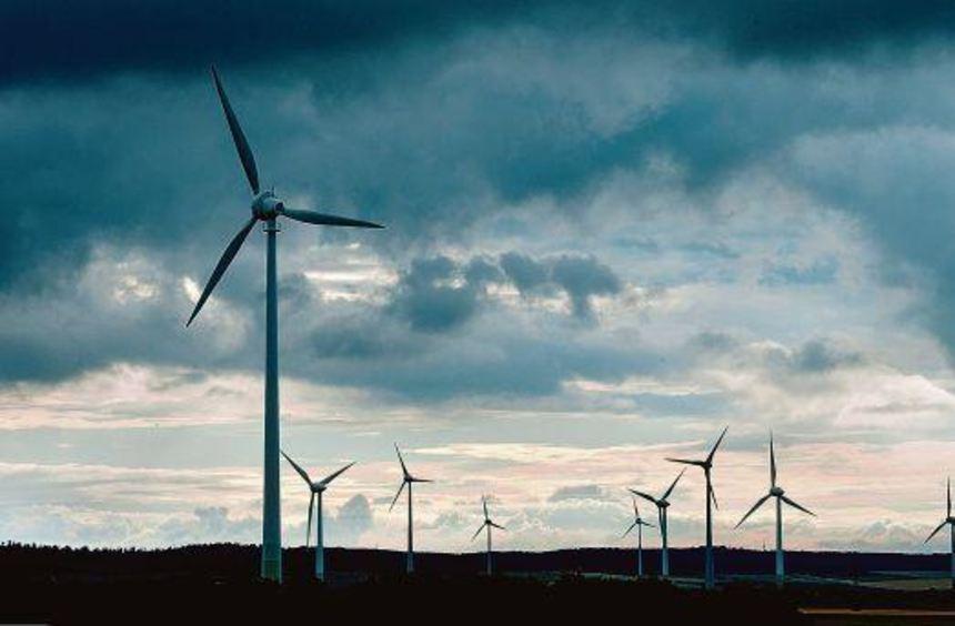 Dunkle Wolken ziehen auf. Für viele Branchen ist die Energiewende bisher eher Fluch als Segen.
