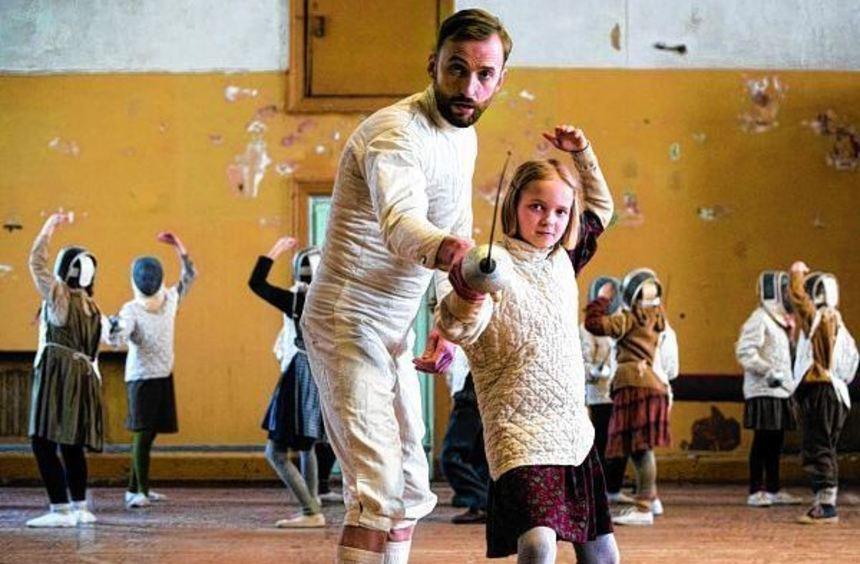 """Hoffnungsträger: der Film """"Die Kinder des Fechters"""" mit Märt Avandi (l.) und Liisa Koppel."""