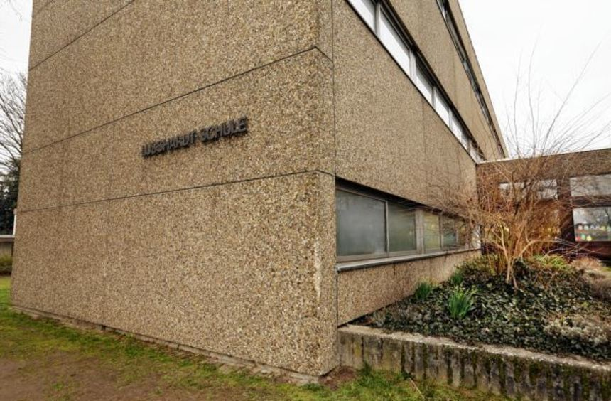 Abschied vom Waschbeton: Damit die Lußhardtschule energetisch saniert werden kann, müssen die ...