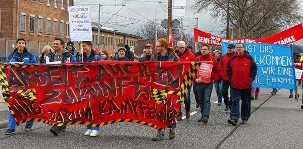 GE-Mitarbeiter protestieren im Januar gegen die Abbaupläne. © Prosswitz
