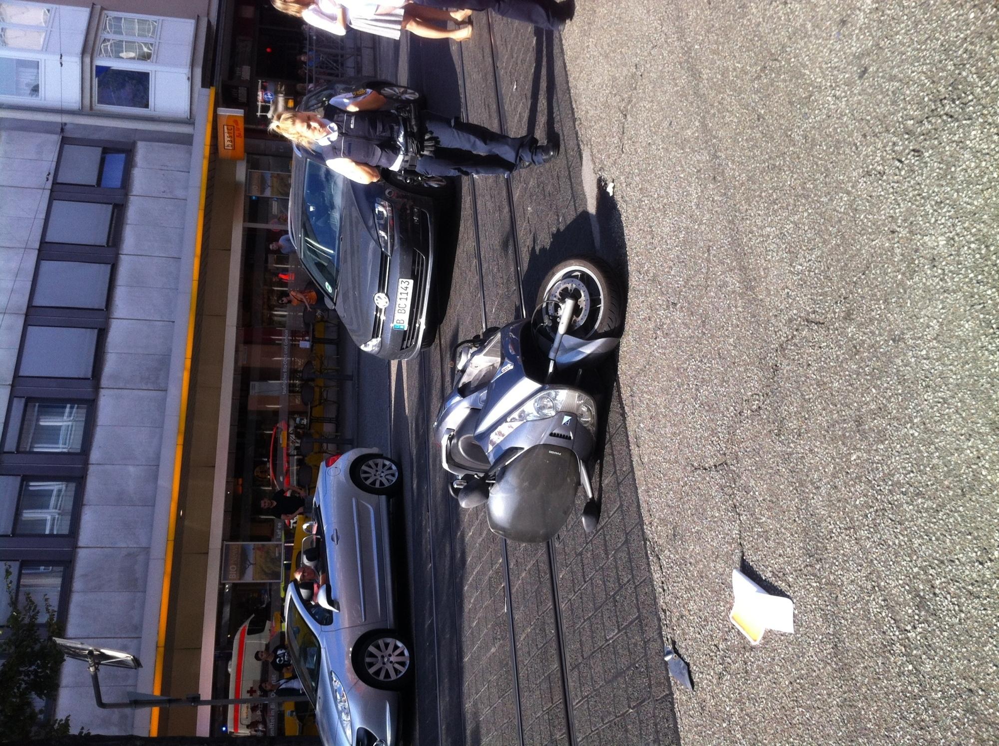 Mannheim Unfall M1 Rollerfahrer Schwer Verletzt Rhein