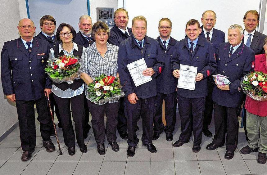 Beförderungen und Ehrungen standen bei der Hauptversammlung der Hochstädter Wehr auf dem Programm.
