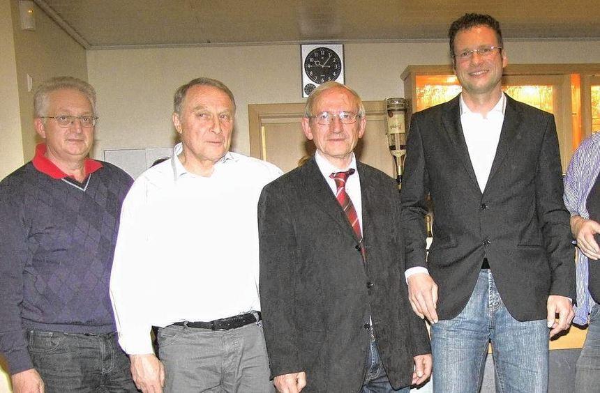 Die Führungsmannschaft des 1. FC Igersheim um ihren neuen Vorsitzenden (von links): Rudi Allmann ...