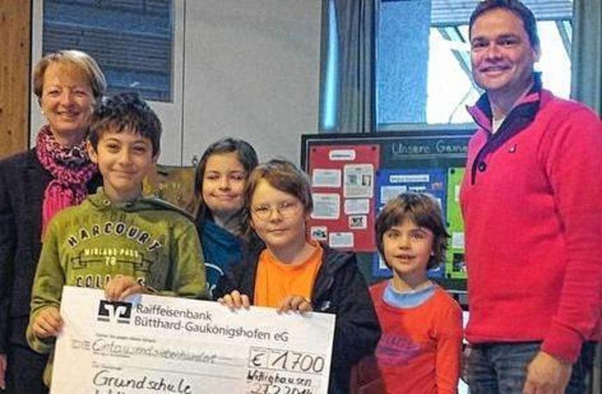 Einen Scheck über 1700 Euro erhielt die Grundschule Wittighausen.