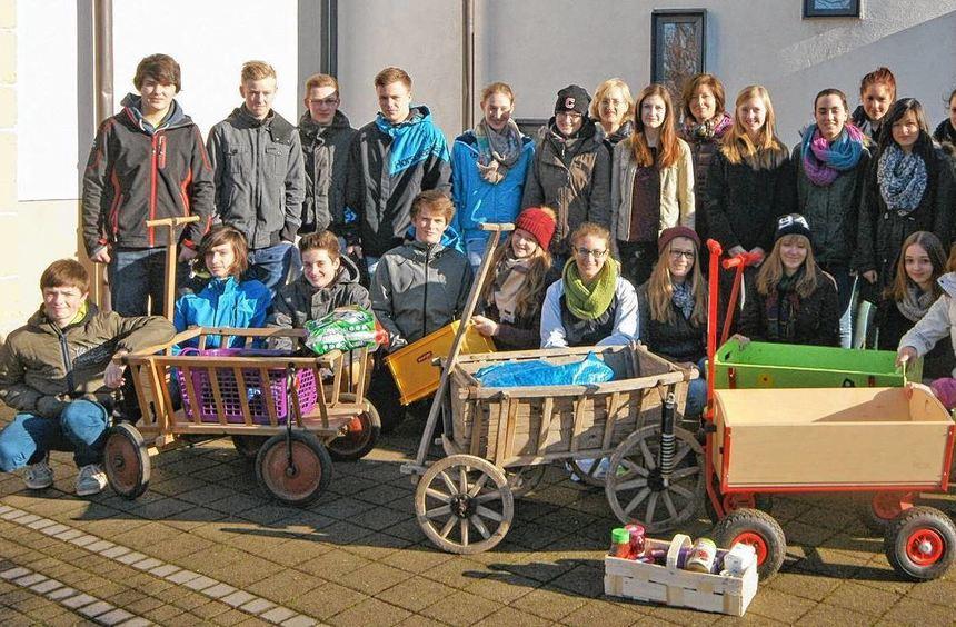 """Firmanden und Helfer sammelten in Limbach Lebensmittel für den Mosbacher """"Tafel""""-Laden."""