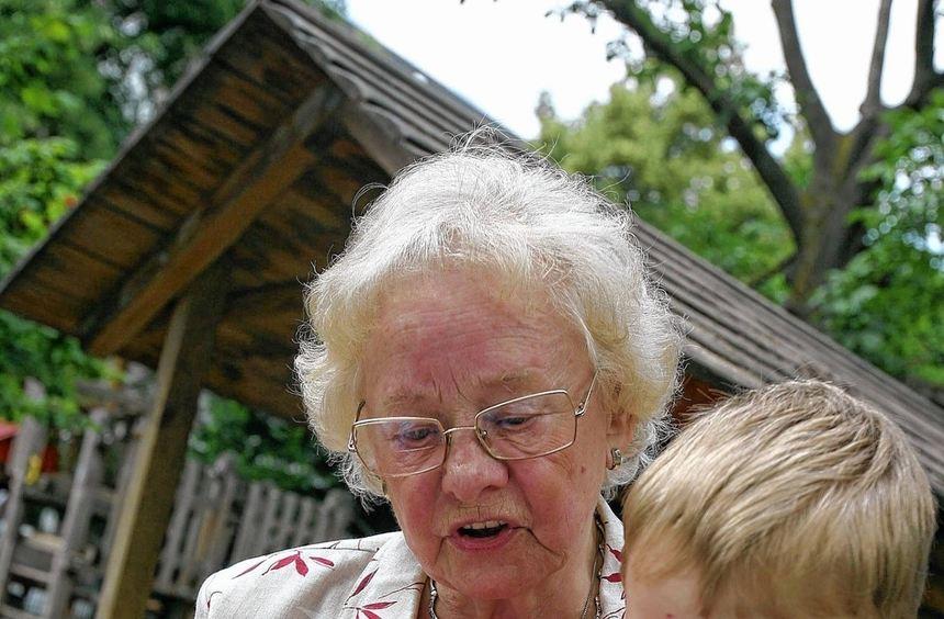 Die Alten helfen den Jungen, die jungen helfen den Alten: Das steht bei Mehrgenerationenhäusern im ...