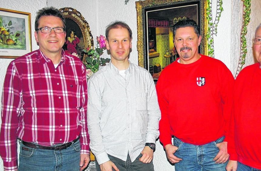 Wolfgang Schmalz (l.) löst den bisherigen RSV-Vorsitzenden Ralf Jänner (2.v.r.) ab, Hans-Joachim ...
