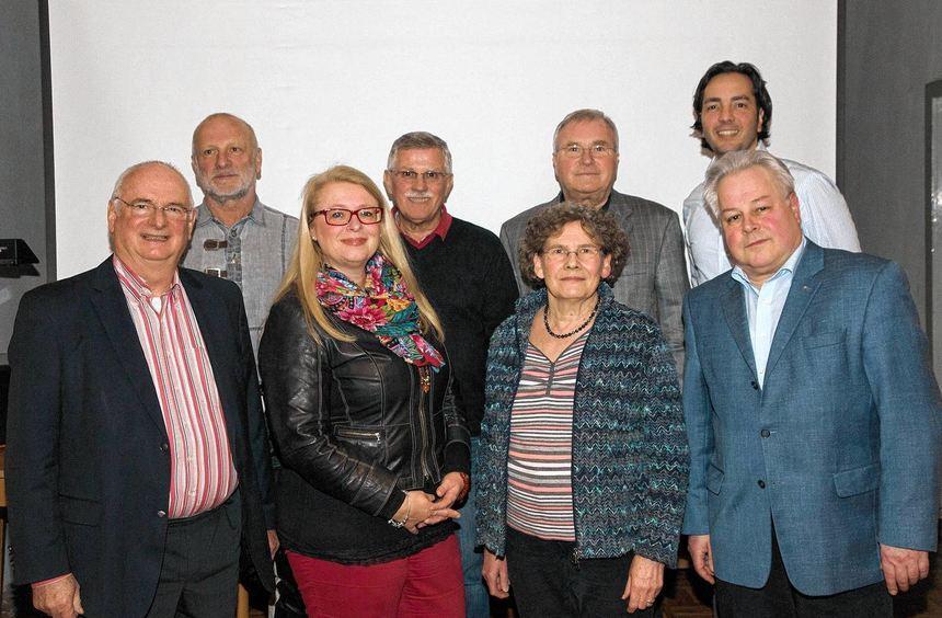 Die FDP-Kreistagskandidaten für den Wahlkreis 4 (vorne v.l.): Wolfgang Luppe, Silke Buschulte-Ding, ...