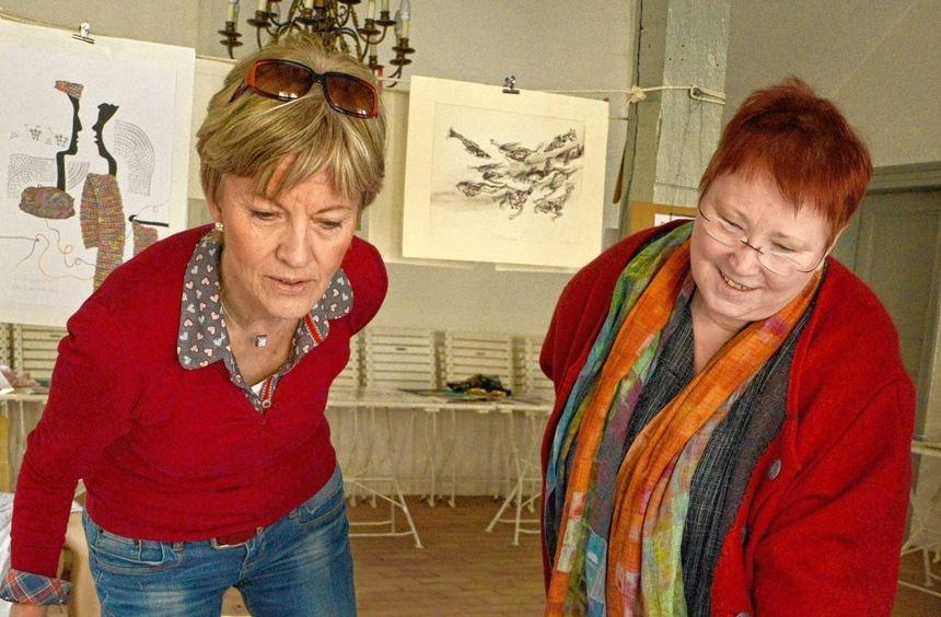 Mal kritisch, mal ironisch, mal bissig: Acht Künstlerinnen zeigten zum Weltfrauentag Werke unter ...