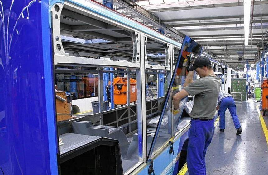 In Mannheim fertigt der Autokonzern Daimler Stadtbusse. Mit dem auf Reisebusse spezialisierten Werk ...