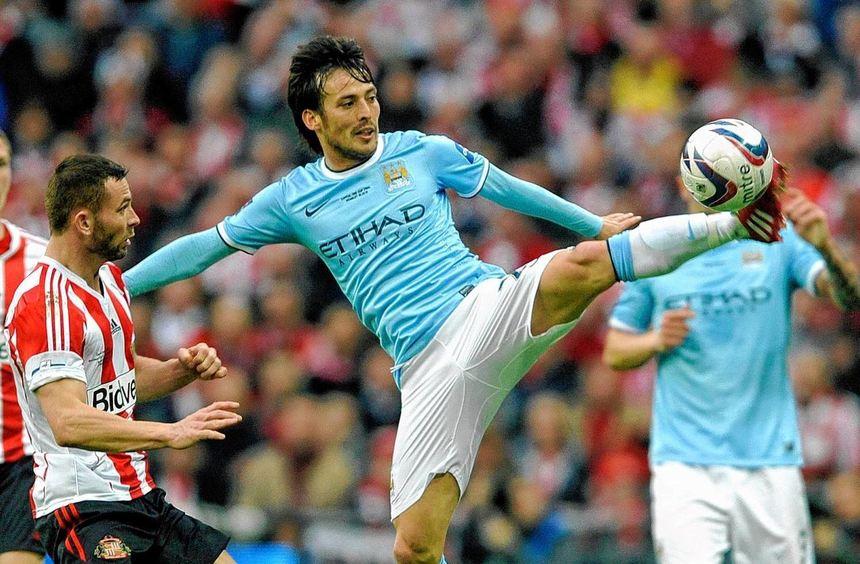Manchester City - hier der Spanier David Silva - hofft nach bitteren Niederlagen auf eine positive ...