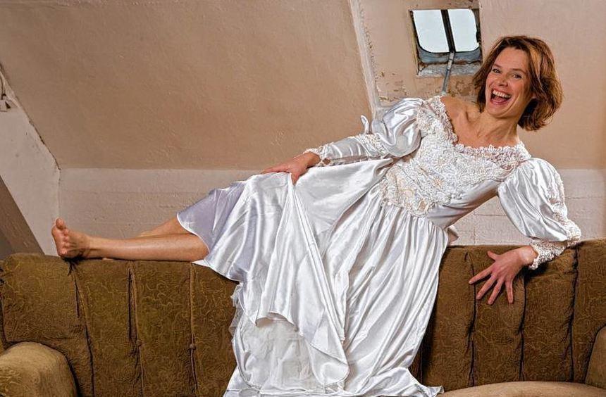 """Alles eine Frage der Haltung: Stefanie B. Fritz gibt als """"Cavewoman"""" Tipps zur Pflege eines ..."""