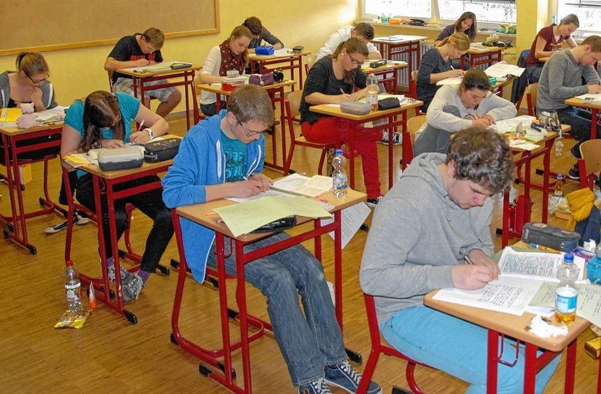 Für 750 Schüler im Kreis hat gestern das schriftliche Abitur begonnen. Los ging es mit dem Fach ...