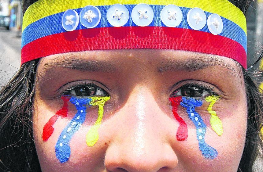 Das venezolanische Volk trauert um sein Land - die Farben der Nationalflagge zerrinnen wie Tränen ...
