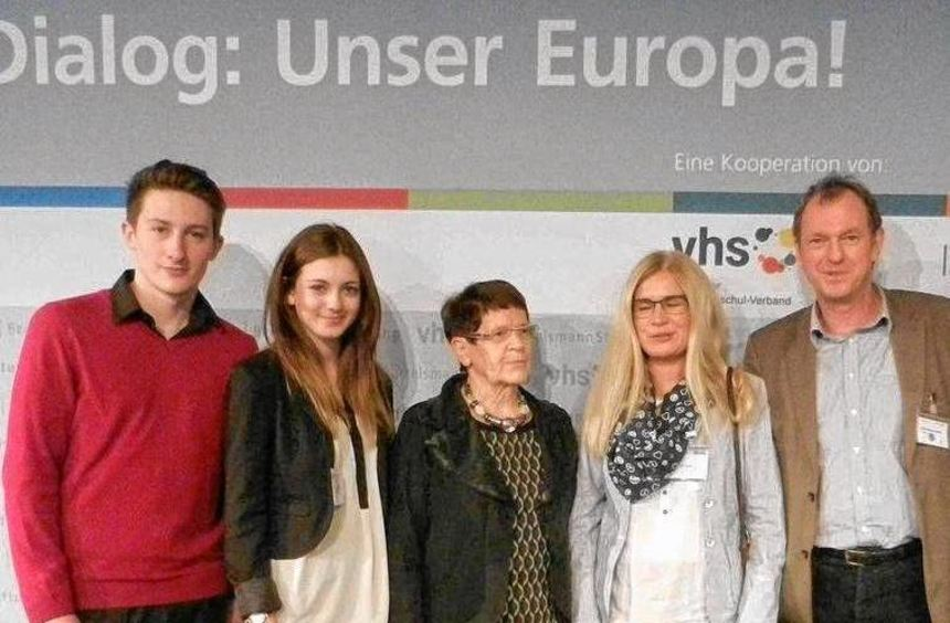 Im Europa-Dialog: Cedric Tehranian, Amy Back, Rita Süssmuth, Lehrerin Astrid Hack-länder, ...