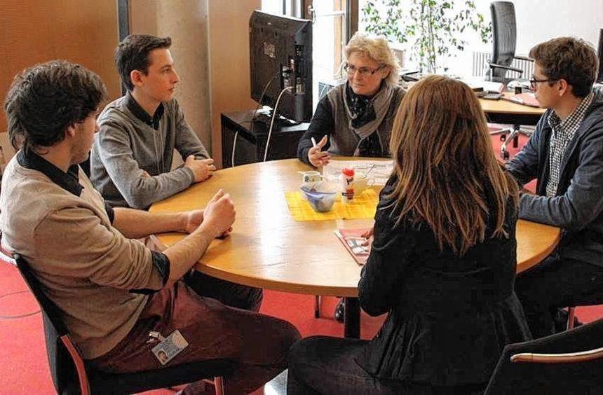 Drei Schüler des Goethe-Gymnasiums absolvierten ein Praktikum im Berliner Büro der ...