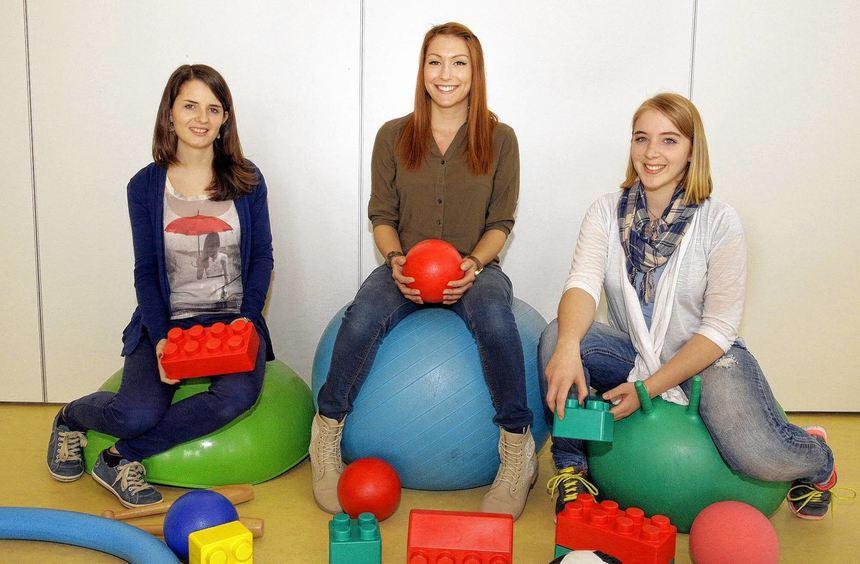 Janina Schmelz, Jennifer Jäger und Lisa Gaa (von links) absolvieren ein Freiwilliges Soziales Jahr ...