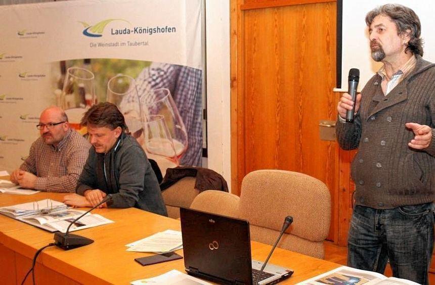 """Die """"BürgerEnergie Tauberfranken"""" mit Projekt-Ingenieur Joachim Thees (rechts), Vorstand der ..."""