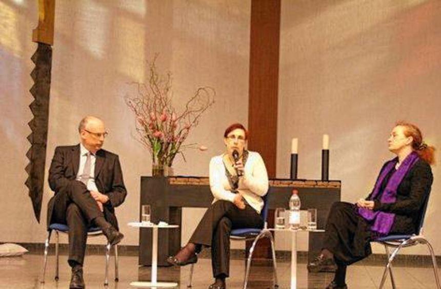 Dekan Ralf Hartmann, Dr. Christiane Fritsche, Dr. Diana Drexler (v.li.).
