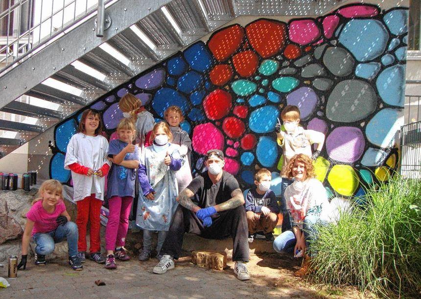 Kleine graffiti k nstler in der kindertagesst tte - Aussenwand gestalten ...