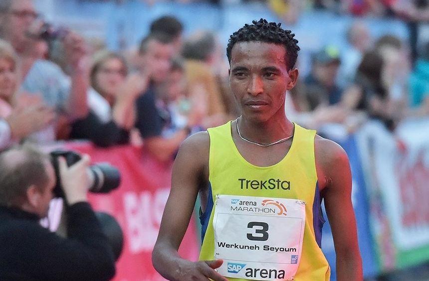 Chaotische Zustände beim SAP Arena Marathon 2014: Neben dem Äthiopier Werkuneh Seyoum Aboye (Bild) ...