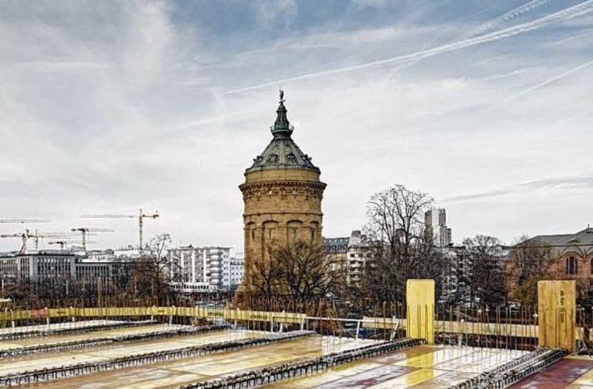 Das Dach des Kunsthallen-Neubaus hat seine maximale Höhe erreicht, hier mit Blick auf den ...