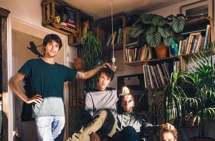Die Band der Stunde (von links): Christopher Annen (Gitarre, Mundharmonika), Henning May (Gesang, ...