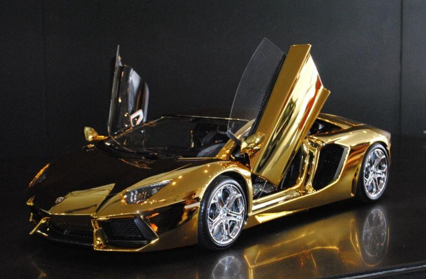 Die 25 Kilogramm schwere Karosserie ist aus massivem Gold, die aus einem 500-Kilogramm schweren ...