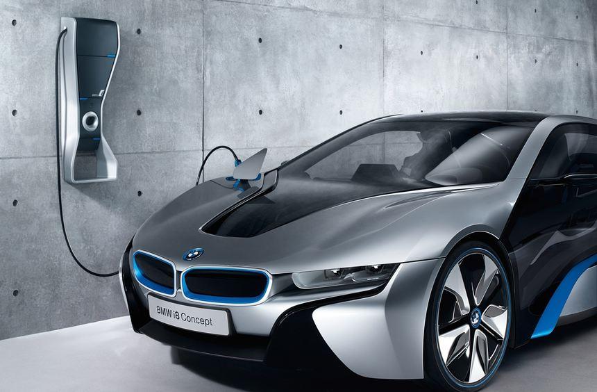 BMW bietet eine Wallbox für E-Auto-Kunden