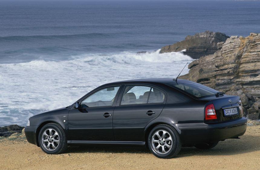 Die Optik erinnert an ein Mittelklassemodell, die Technik stammt vom kompakten VW Golf