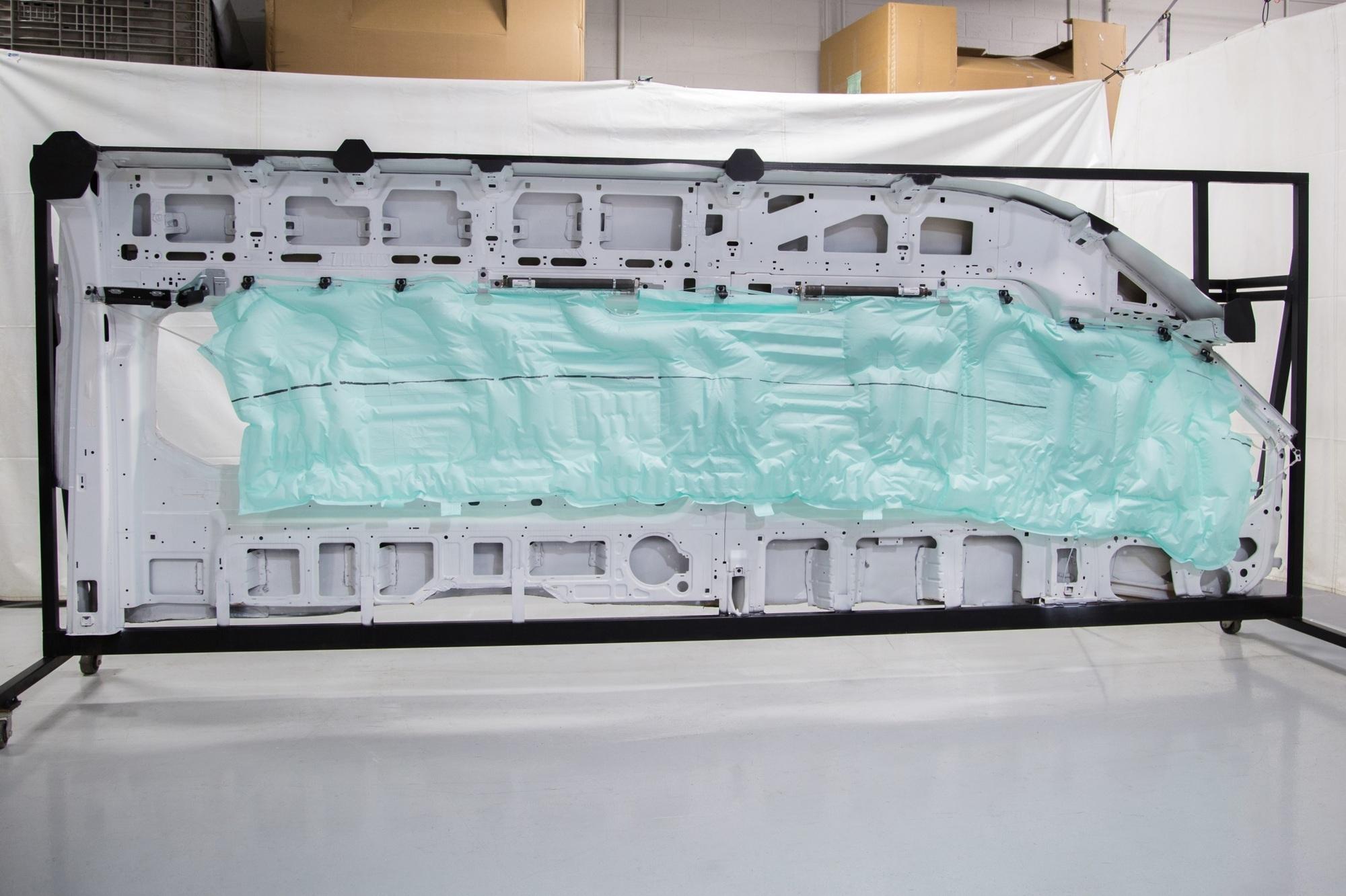 Neuer Seitenairbag von Ford - Schützende Kissen im XXL-Format