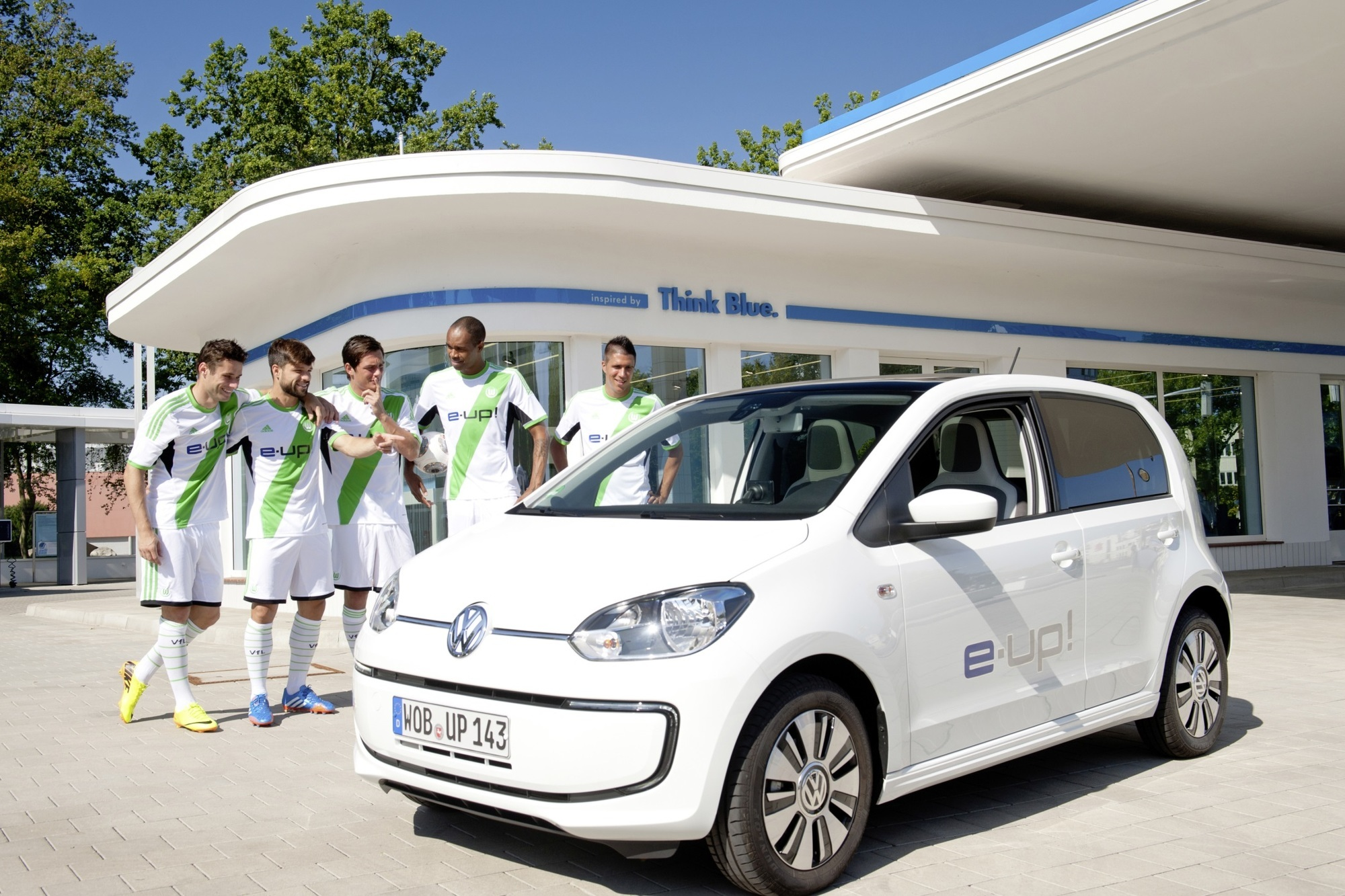 Panorama: Autohersteller starten in die Bundesliga-Saison - Was zählt is auf'm Platz