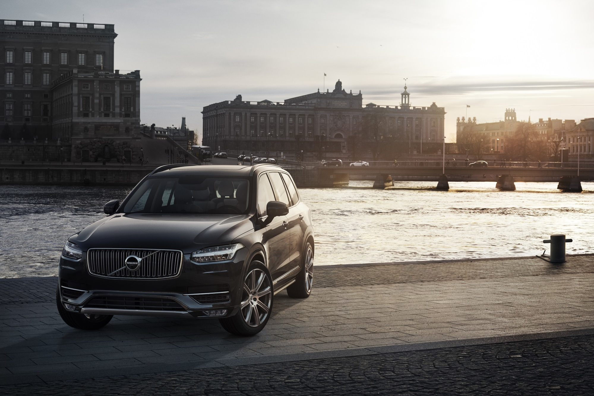Volvo XC90 First Edition -  Zum Start voll ausgestattet