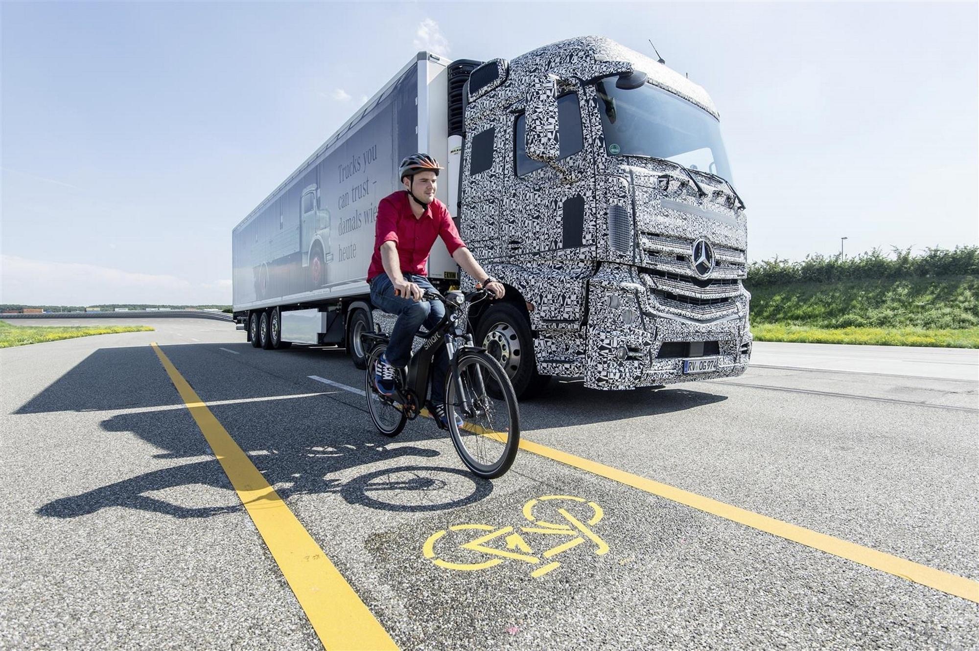 Totwinkel-Warner für abbiegende Lkw - Lebensretter für Fußgänger und Radfahrer