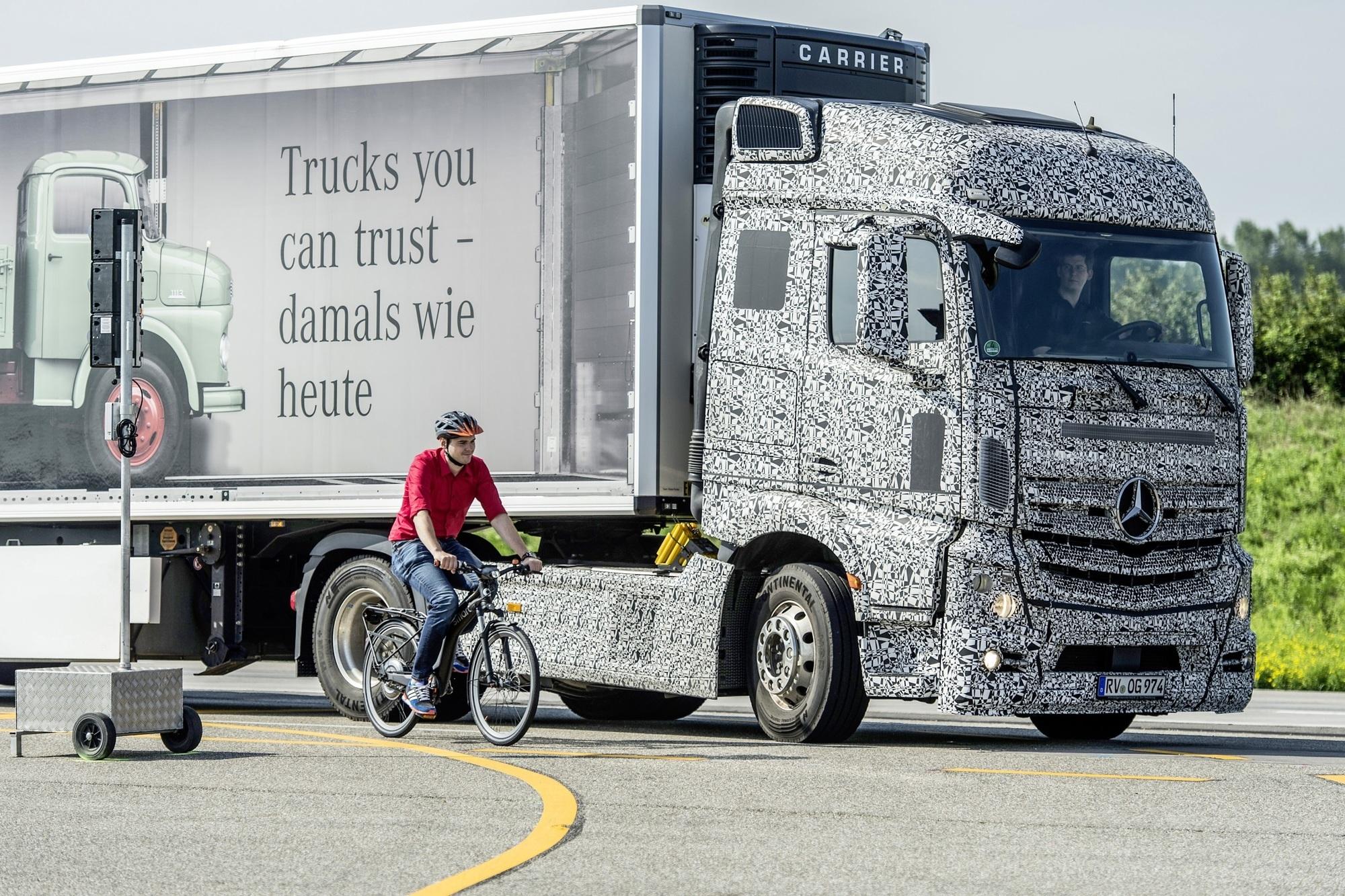Mercedes Blind Spot Assist - Ein zusätzliches Paar Augen für den Trucker