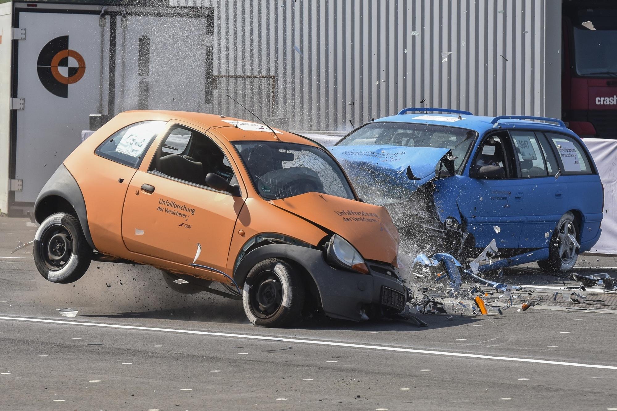Überholunfälle auf Landstraßen - Mit Verboten gegen überschätzte Egos
