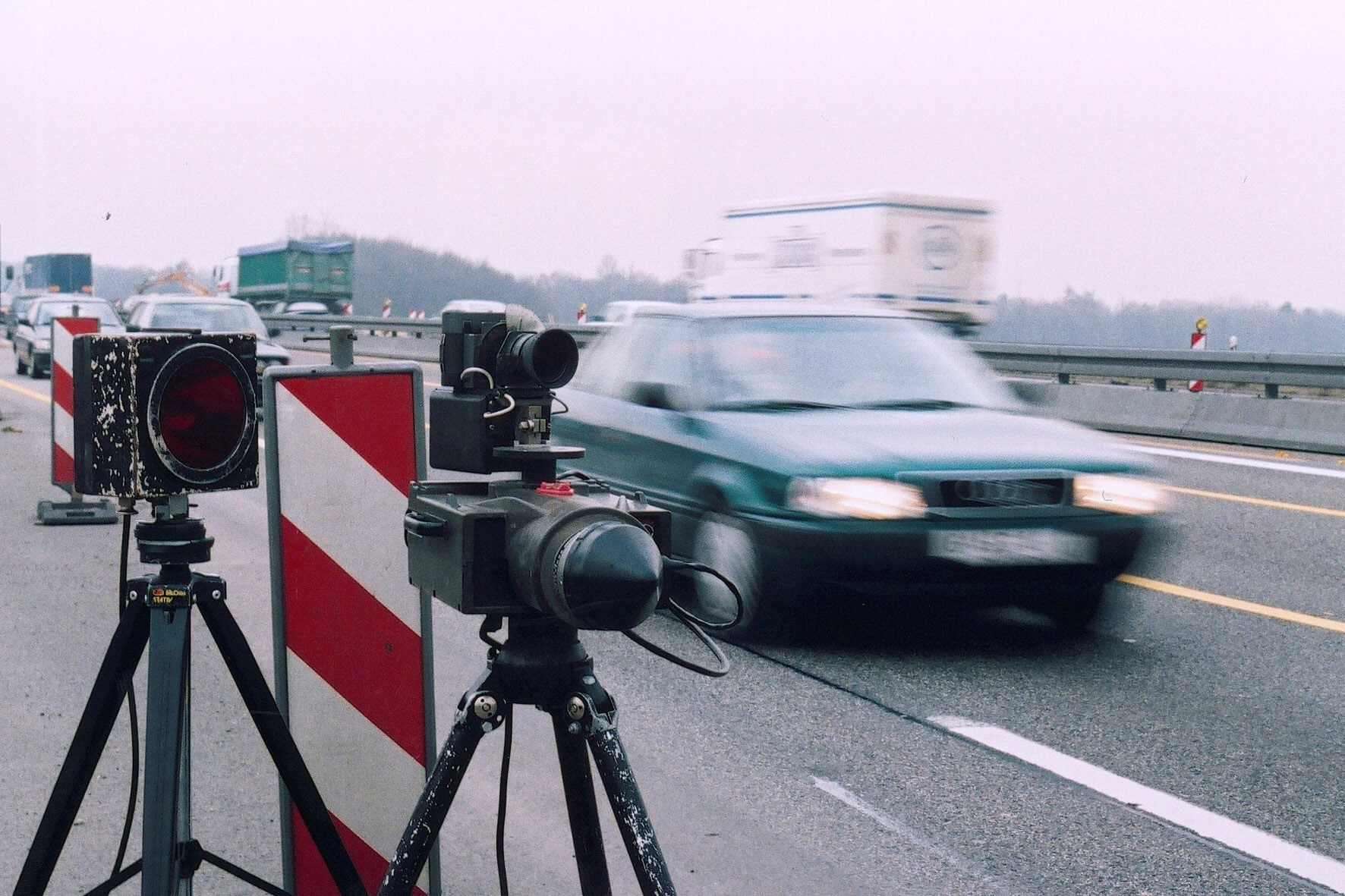 Recht: Doppelte Verkehrssünde - Kein Tempolimit auf gesperrter Fahrbahn