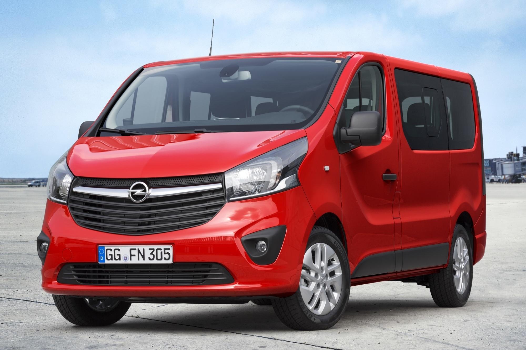 Opel Vivaro Combi - Zu Acht zur Baustelle