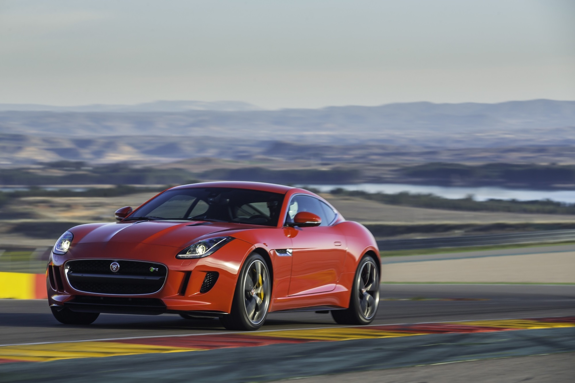 Test: Jaguar F-Type Coupé - Spektakel inklusive
