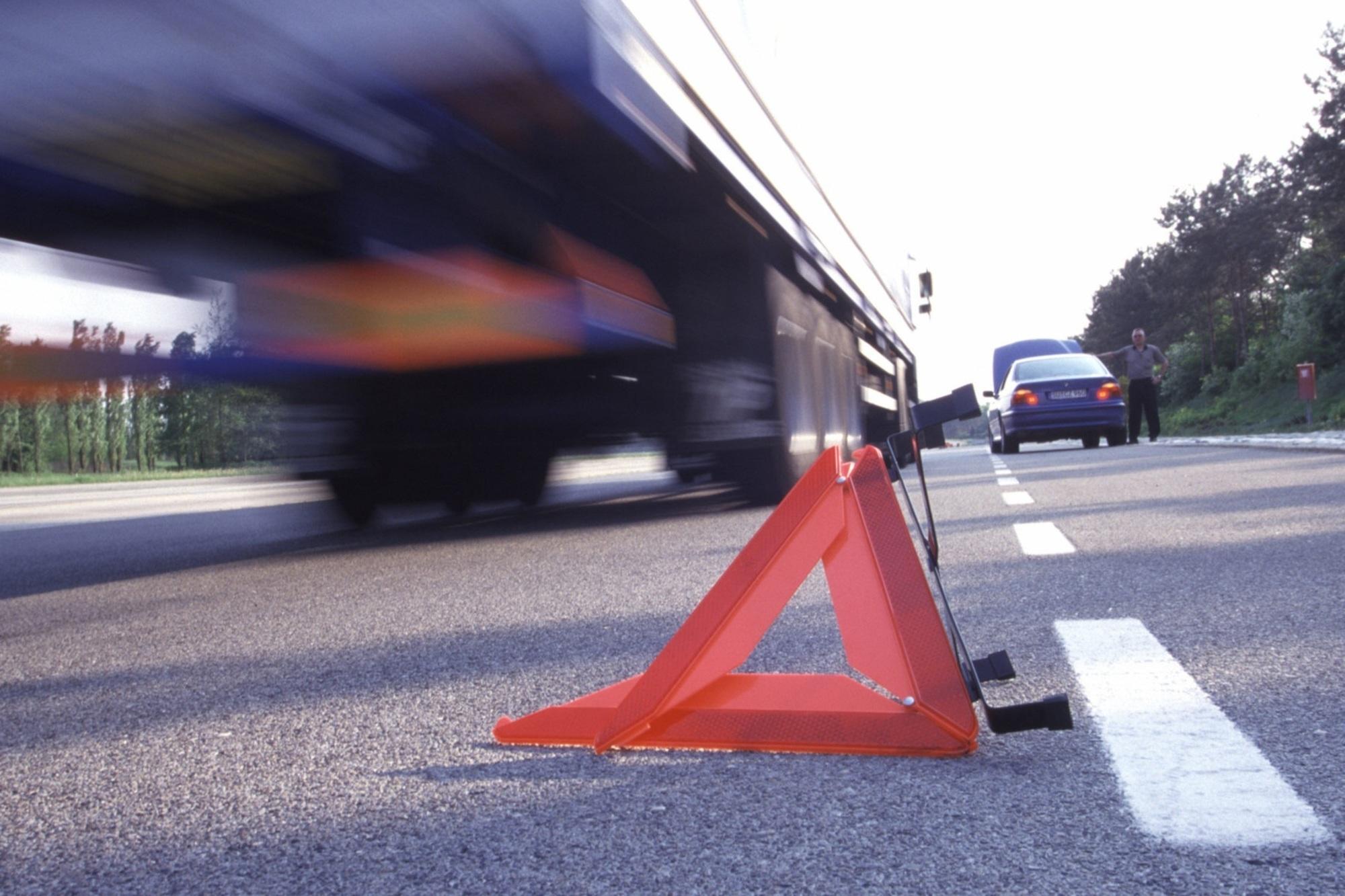 Recht: Unfall auf der Autobahn - Fahrbahn betreten verboten