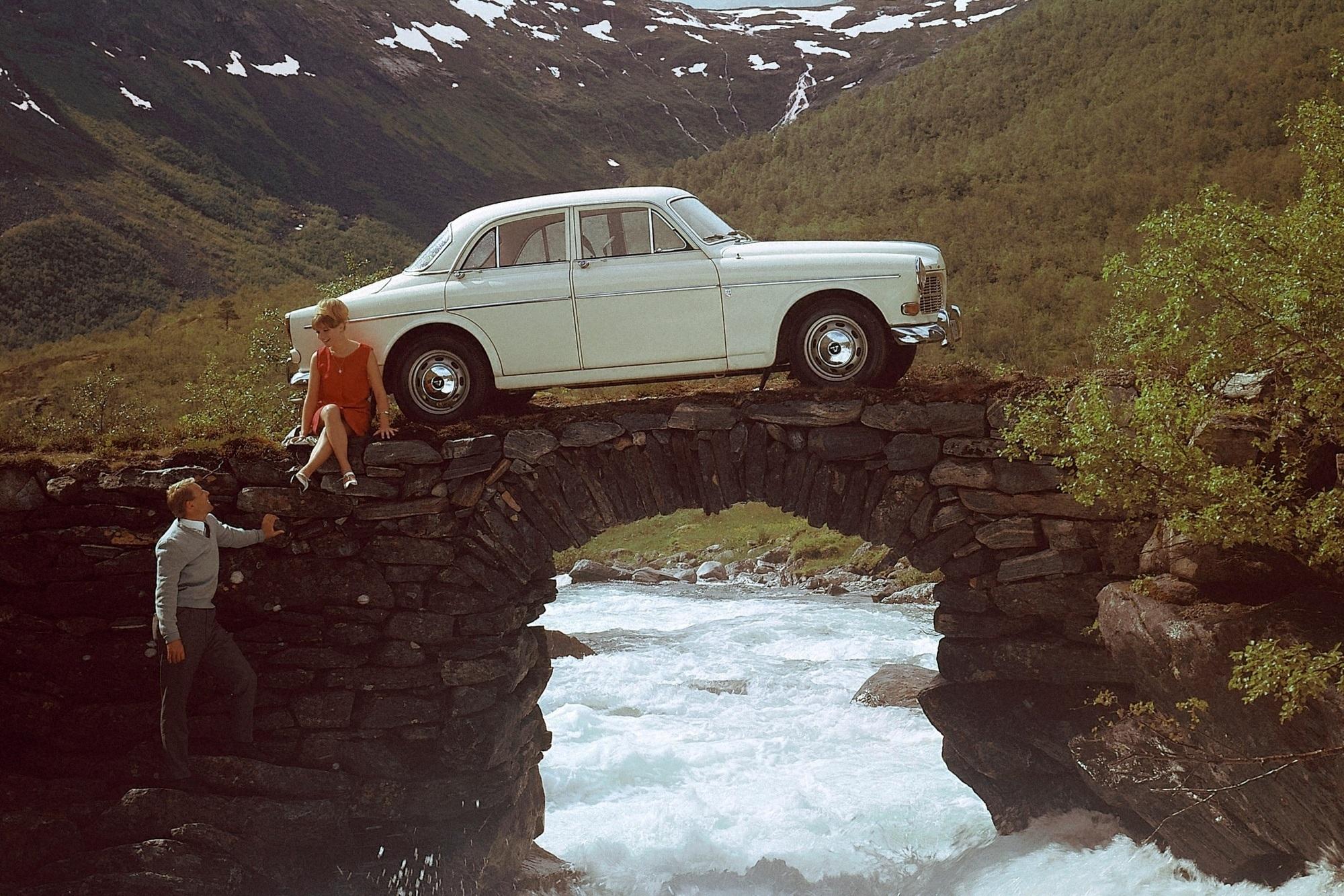 50 Jahre Sportler im Businessdress (schnelle Viertürer von Alfa bis Volvo) - Tempo im Trend