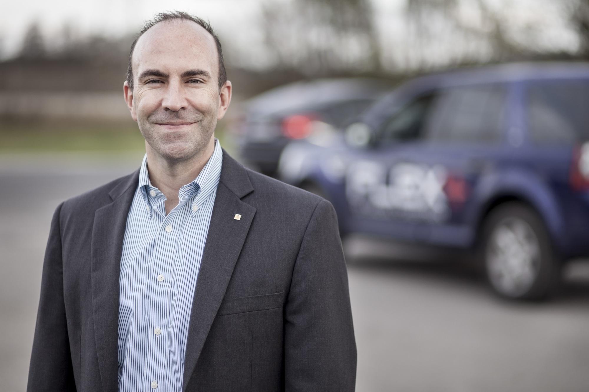 """Magna-Manater Joel Gibson: """"Auch bei den Schutzvorschriften wird es immer schwerer, etwa bei der Sicherheitseinstufung nach der Euro-NCAP-Norm noch fünf Sterne zu bekommen"""""""