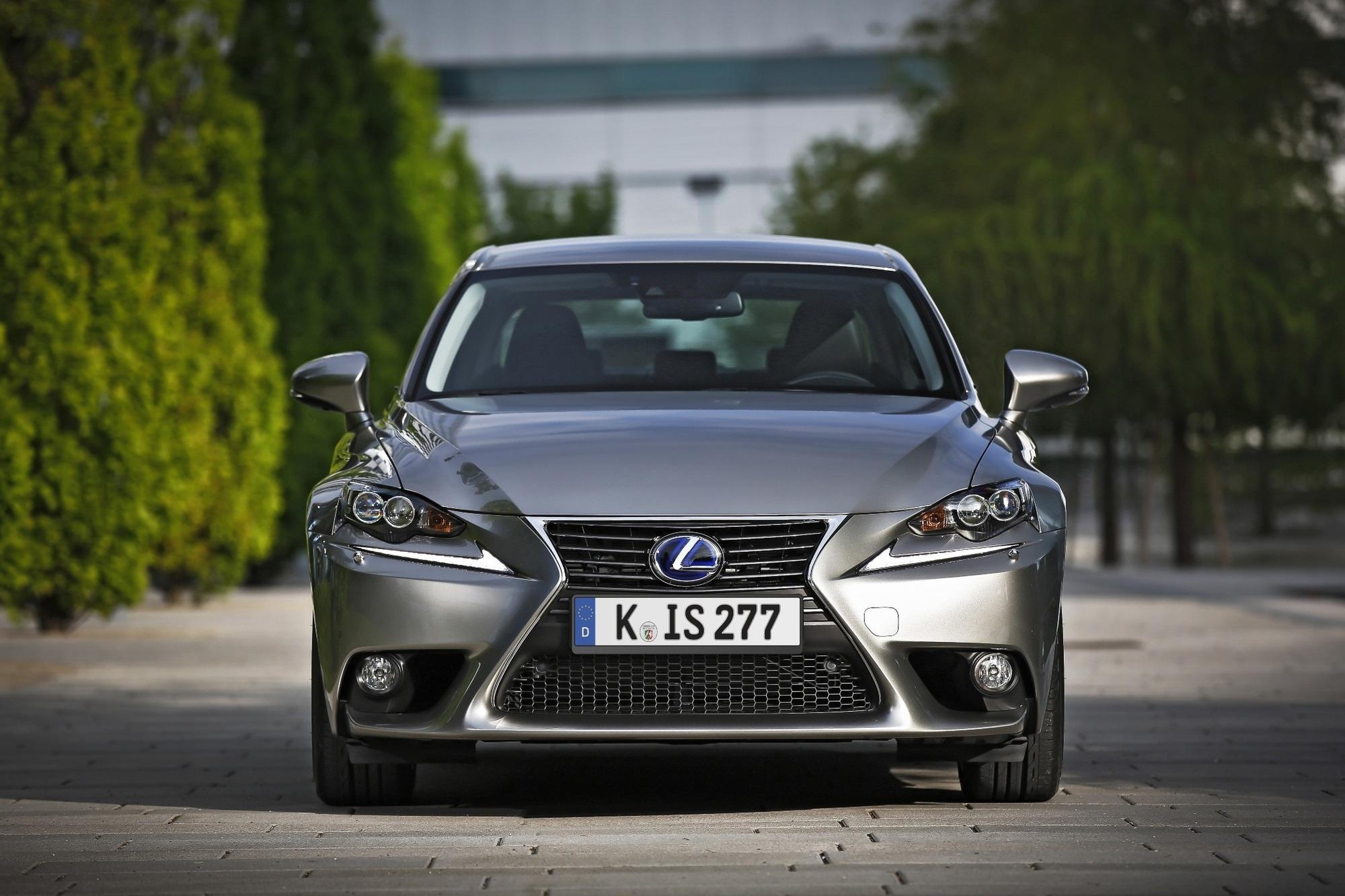 Neue Sicherheitssysteme für Lexus-Fahrzeuge - Künftig mit mehr Schutz an Bord