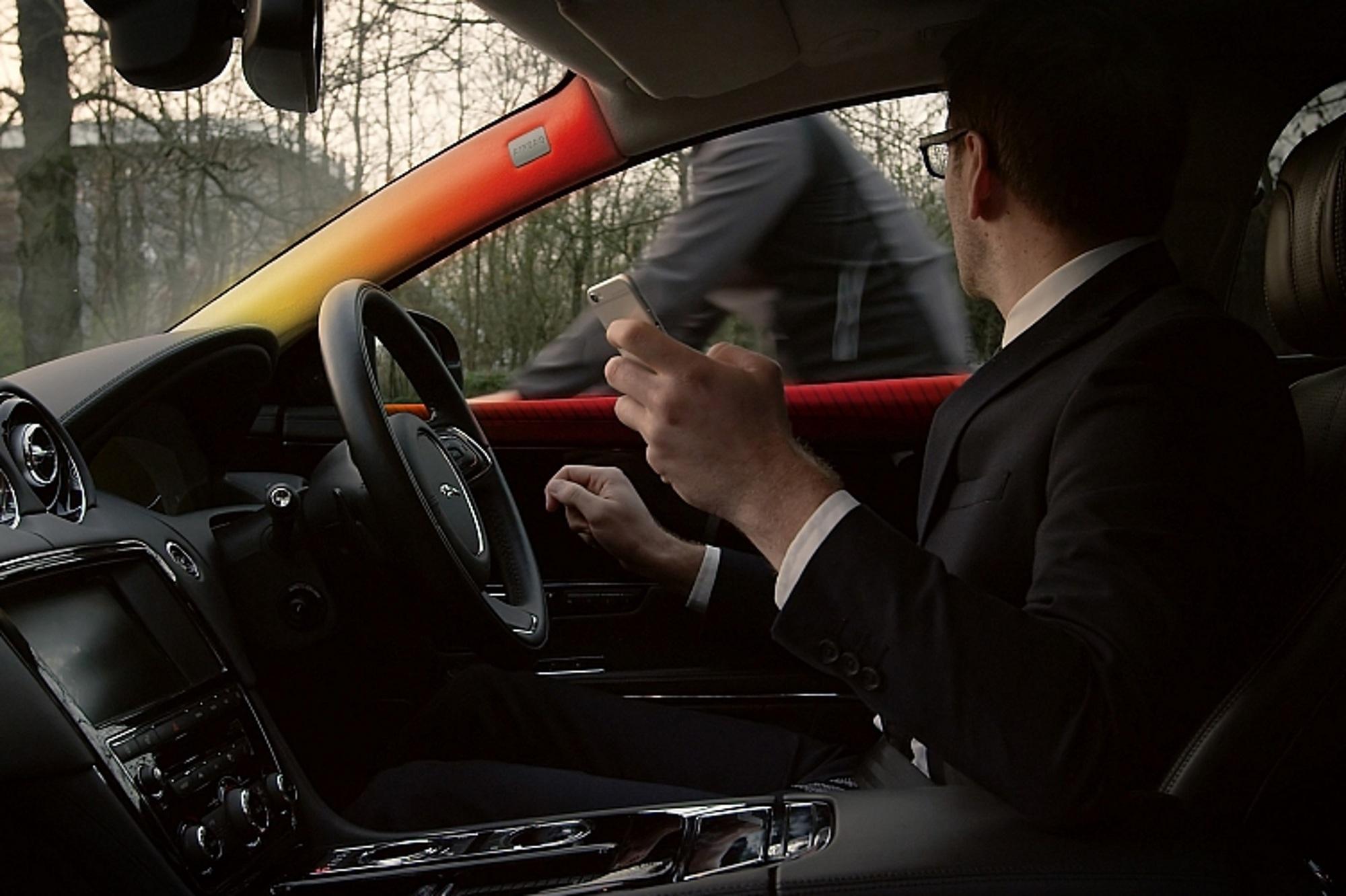 Zweiradwarner von Jaguar - Anstubsen, wenn's kritisch wird