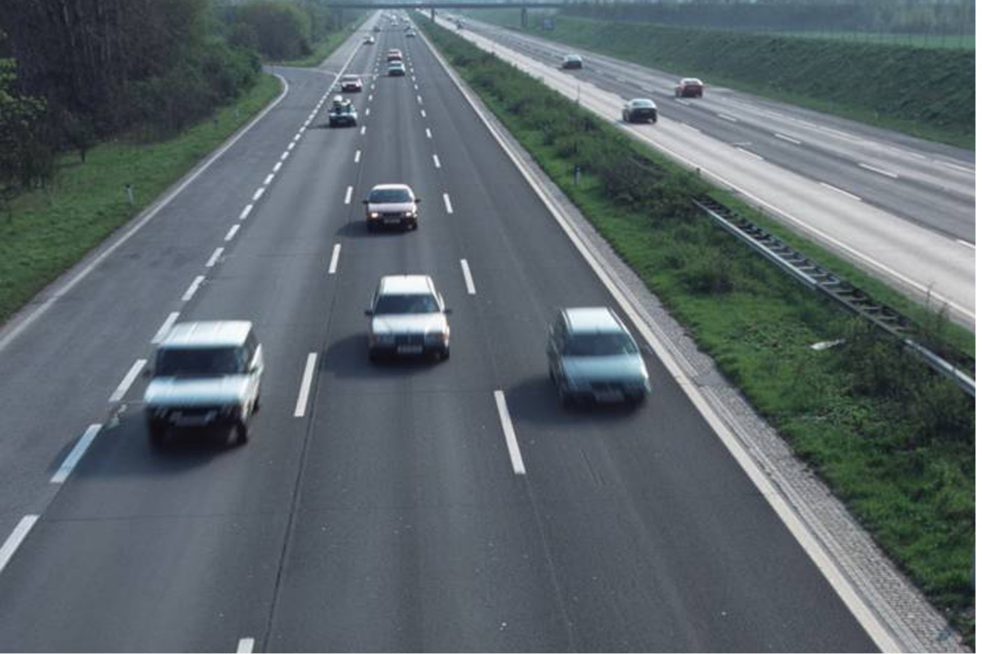 Recht: Lkw-Fahrer muss Abstand der Fahrbahnmarkierungen nicht kennen - Was ein Fahrer nicht wissen muss
