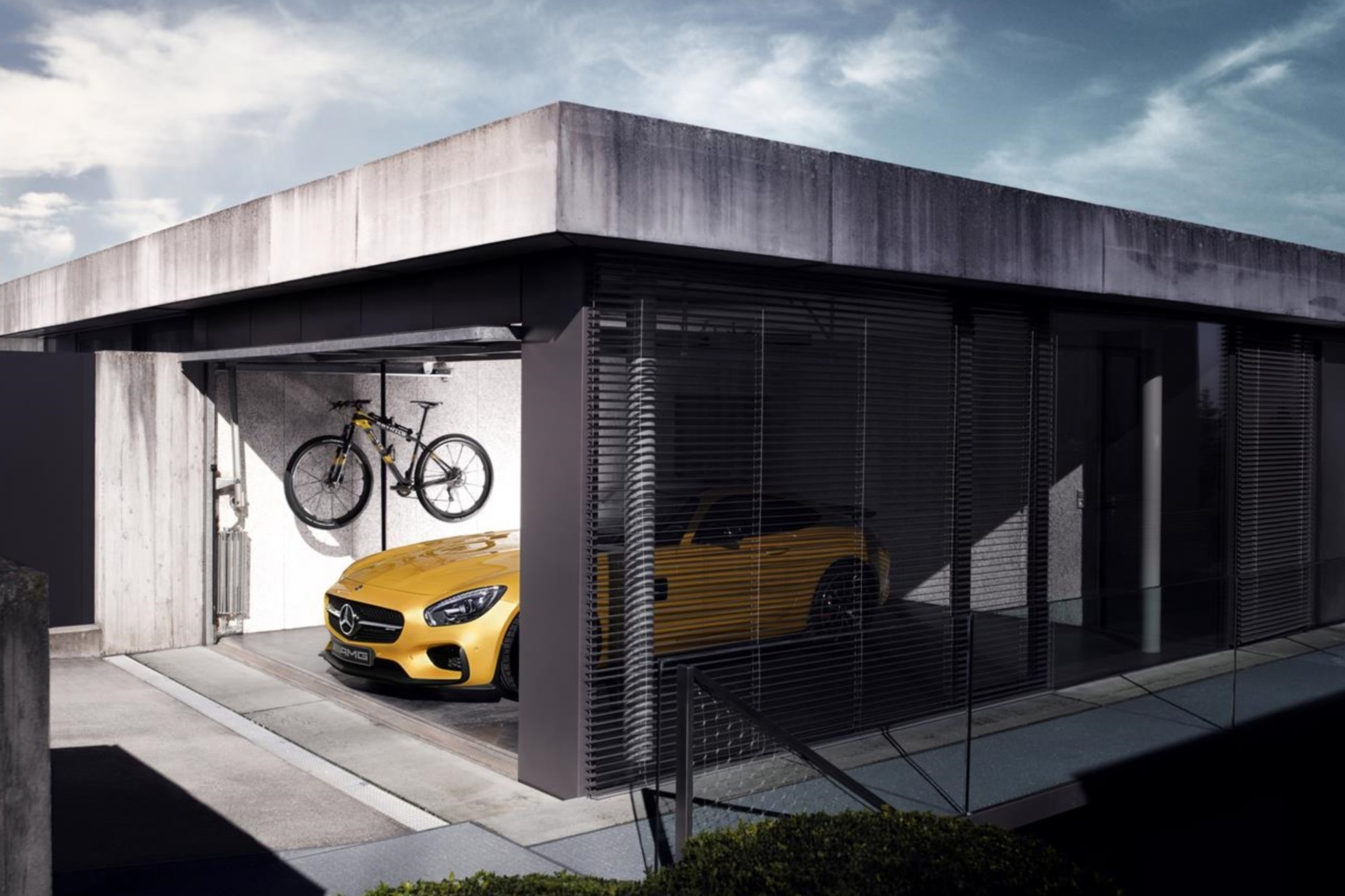 Mercedes-AMG-Fahrrad - Stern mit Pedalen